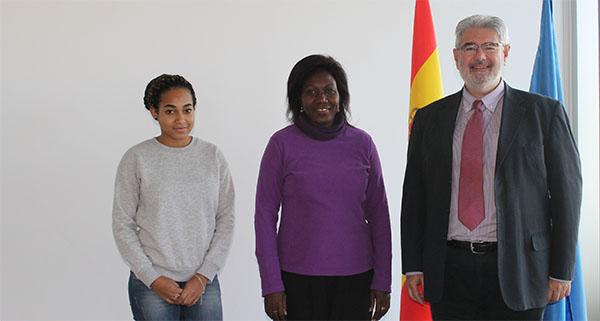 A representante da UNEATLANTICO no Gabão visita o campus de Santander