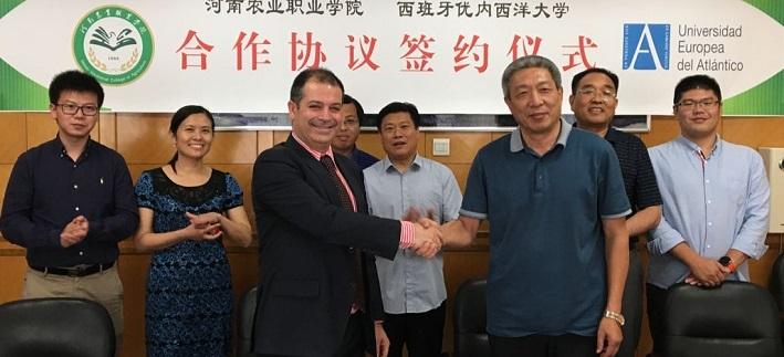 O reitor, Rubén Calderón, apresentou a metodologia e o campus da UNEATLANTICO em diversas cidades chinesas