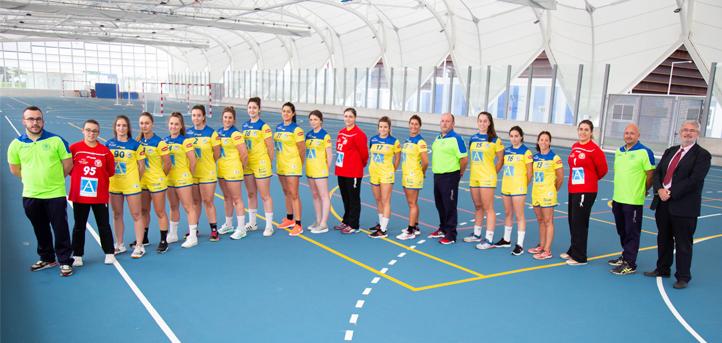 UNEATLANTICO e as esportistas do Club Balonmano Pereda renovam sua foto de família no início da temporada