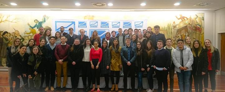Mais de cinquenta alunos da UNEATLANTICO participaram da conferência de Ramón Tamames sobre o brexit