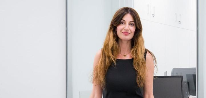 A vice-reitora da UNEATLANTICO, Silvia Aparicio, explica a metodologia on-line a partir da universidade