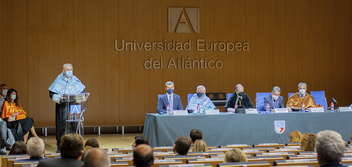 UNEATLANTICO celebra a cerimônia de abertura do ano acadêmico de 2021-2022 e concede prêmios